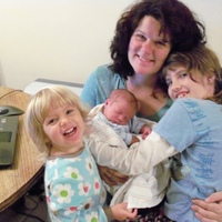 blogger, breeder, good food eater... http://barefootOCmama.blogspot.com